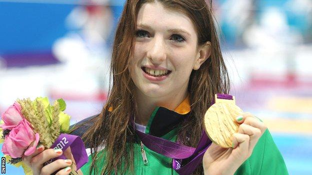 Bethany Firth with her Paralympic gold medal