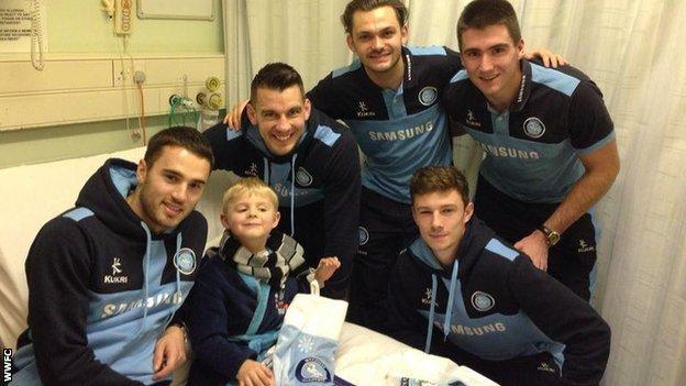 Wycombe squad visit Wexham Park hospital