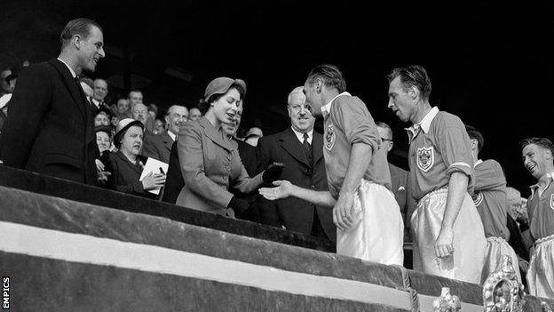 Stanley Matthews collects his 1953 FA Cup winners medal from Queen Elizabeth II