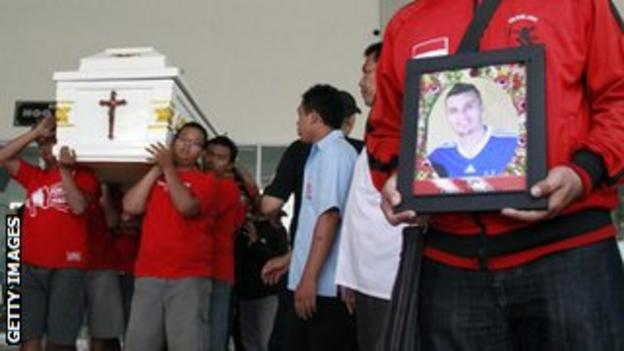 Players from Persis Solo club carrying the coffin of Paraguayan footballer Diego Mendieta