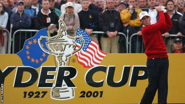 Thomas Bjorn playing at the Ryder Cup in 2001