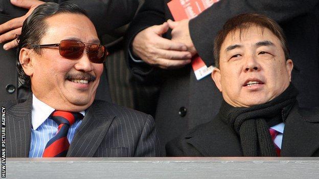 Vincent Tan with Cardiff City chief executive Simon Lim