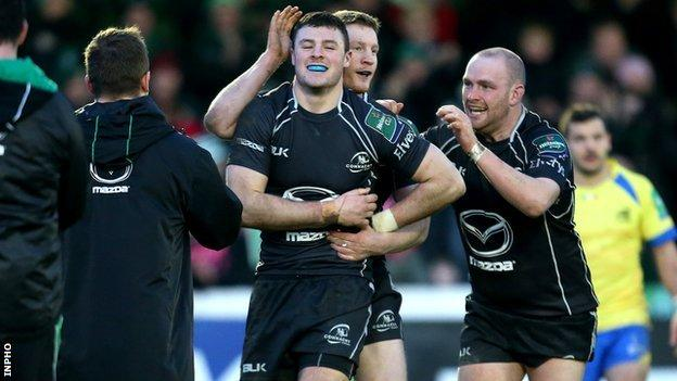 Robbie Henshaw celebrates scoring his side's second try