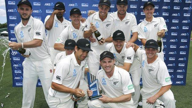 New Zealand celebrate with the Test series trophy