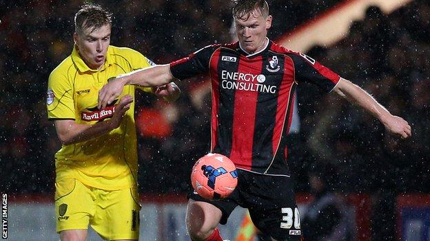 Matt Ritchie holds off the challenge of Damien McCrory