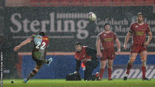 Ben Botica kicks winning penalty for Harlequins