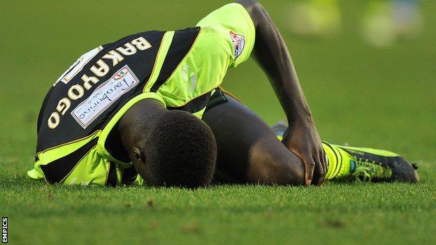 Zoumana Bakayogo injured playing for Yeovil