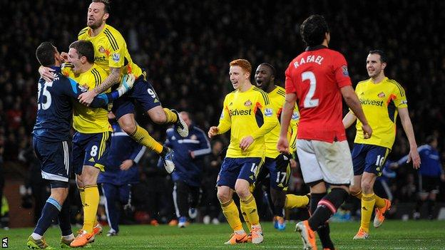 Sunderland beat Manchester United at Old Trafford to reach the final