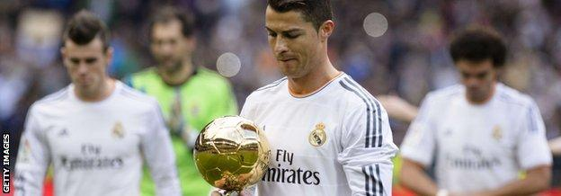Cristiano Ronaldo paraded his Ballon d'Or trophy prior to kick off and fans celebrated by holding up gold-coloured sheets of paper.
