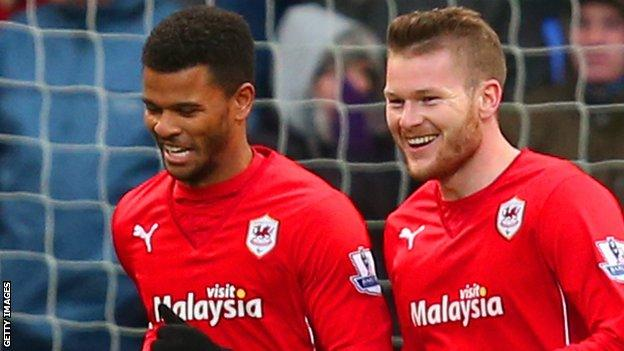 Aron Gunnarsson (right) with Fraizer Campbell