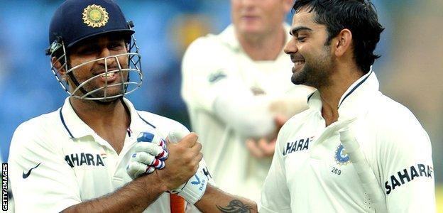 Indian batsman Virat Kohli (R) and captain Mahendra Singh Dhoni