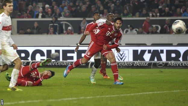 Thiago Alcantara scoring a stunning winning goal for Bayern Munich