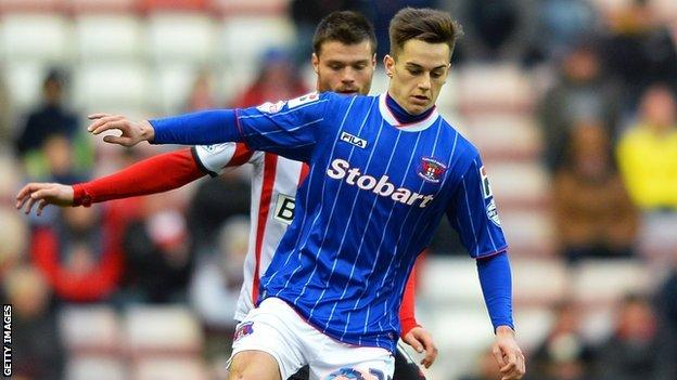 Tom Lawrence playing for Carlisle