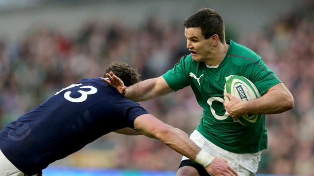 Scotland centre Alex Dunbar prepares to tackle Ireland fly-half Jonathan Sexton at the Aviva Stadium