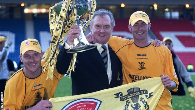 Manager Davie Hay with goal heroes Derek Lilley (left) and Jamie McAllister