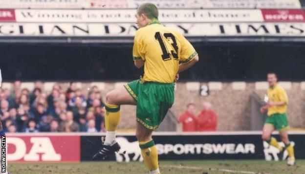 Jamie Cureton scores for Norwich with green hair