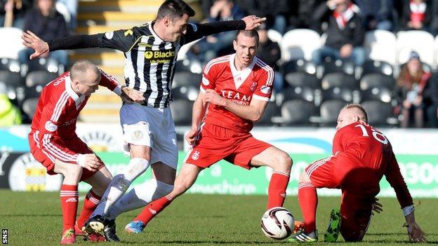 St Mirren and Aberdeen players