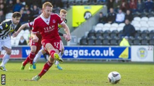 Adam Rooney scores his third goal in four games for Aberdeen
