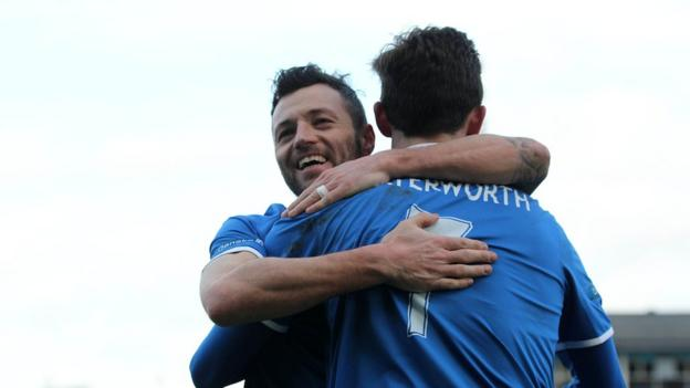 Ivan Sproule and Andrew Waterworth both scored in Linfield's 6-0 victory over the Mallards