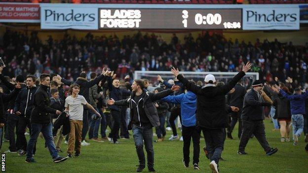 Sheffield United supporters celebrate their side's FA Cup win over Nottingham Forest
