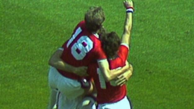 Bryan Robson scores after 27 seconds against France