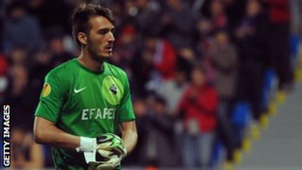 Academica goalkeeper Ricardo
