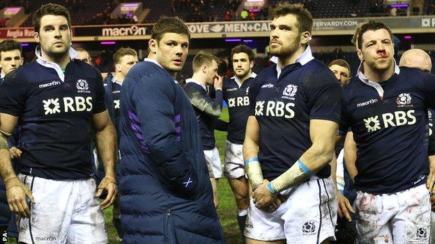 Scottish players look on after the 2014 Calcutta Cup defeat