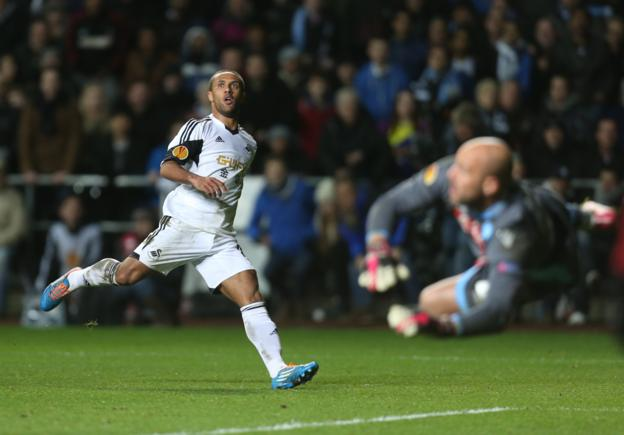 Napoli keeper Pepe Reina, on loan from Liverpool, denies Swansea's Wayne Routledge during the Europa League round of 32 first leg tie which finished 0-0.