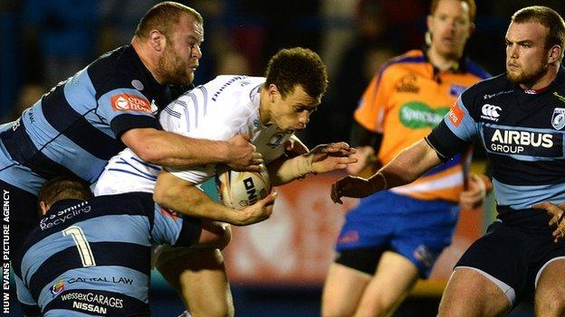 Zane Kirchner of Leinster is tackled by Scott Andrews and Sam Hobbs