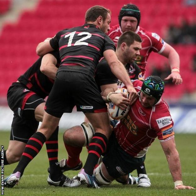 George Earle is tackled by Carl Bezuidenhout, Andries Strauss and Cornell Du Preez of Edinburgh