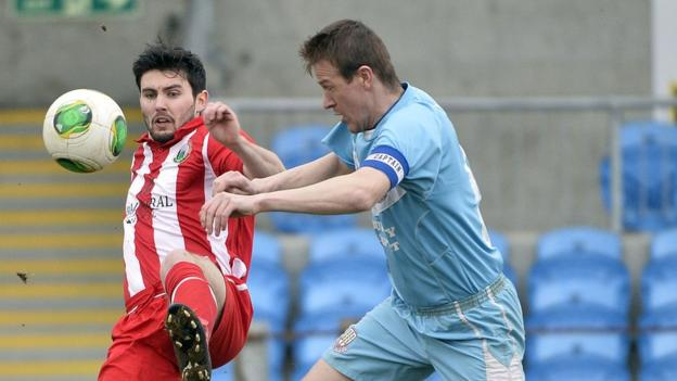 Darren King and Allan Jenkins contend for the ball as Ballymena face Warrenpoint at the Showgrounds