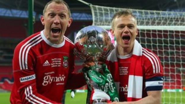 Andy Morrell celebrates the FA Trophy win with Dean Keates
