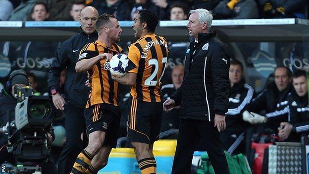 Alan Pardew clashes with David Meyler
