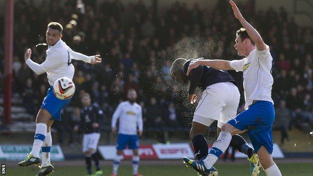 Christian Nade scores for Dundee against Greenock Morton
