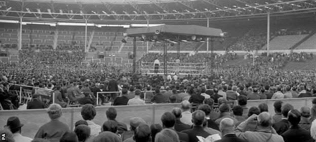 Crowds gather for the Cooper v Clay fight in 1963