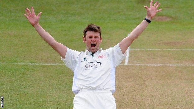 AJ Harris in action for Leicestershire