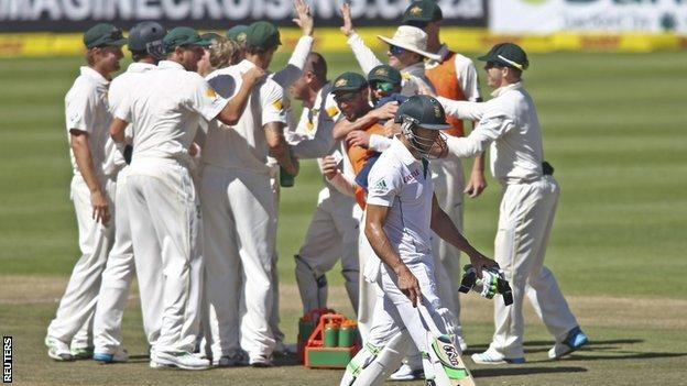 Australia celebrate the wicket of Faf du Plessis