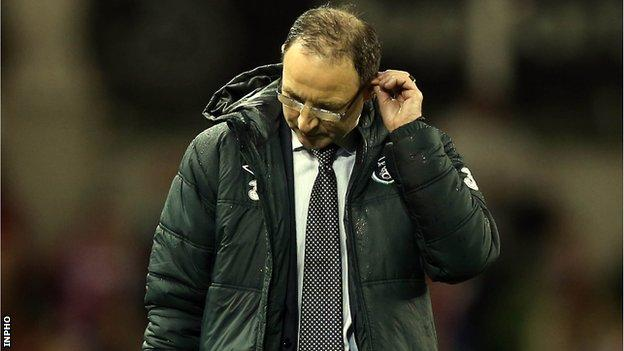Martin O'Neill sees the game unravelling for his Republic of Ireland side in Dublin