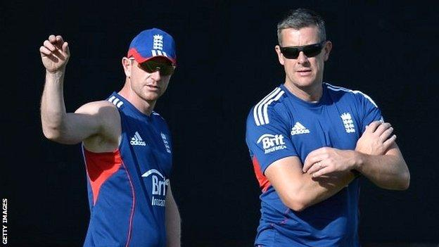 England assistant coach Paul Collingwood (left) with temporary coach Ashley Giles