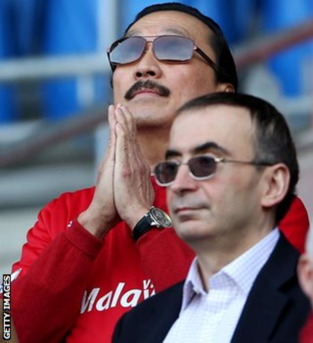 Cardiff owner Vincent Tan prays head of the game against Fulham