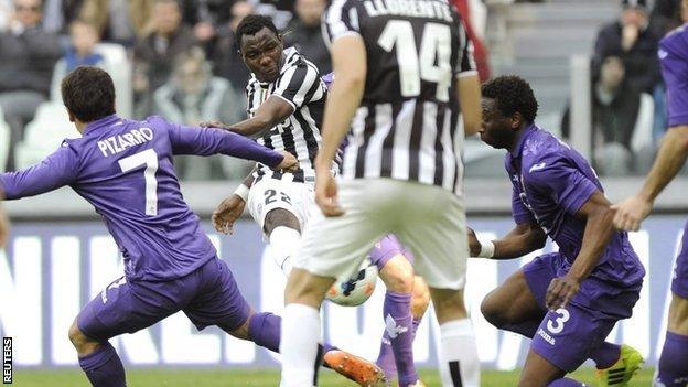 Kwadwo Asamoa scores