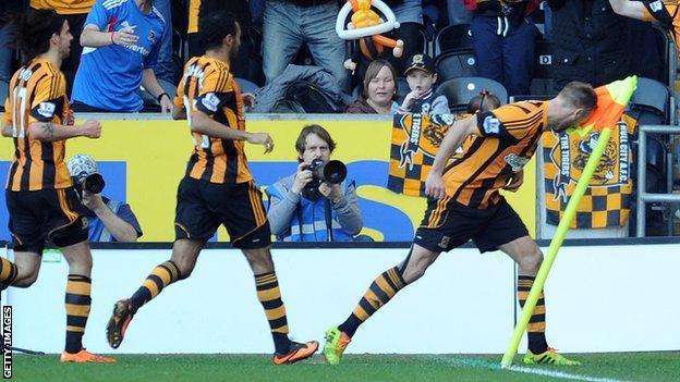 Hull City's David Meyler headbutts corner flag