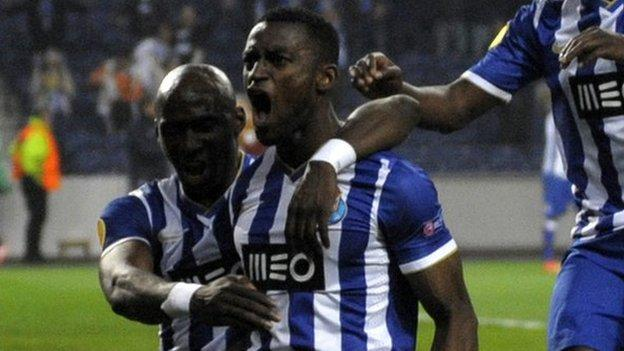 Porto's Colombian forward Jackson Martinez (C) celebrates his goal