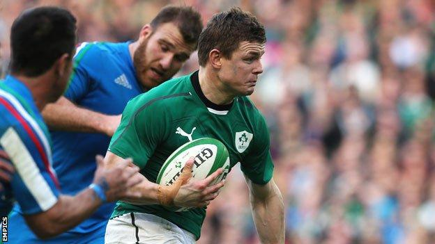 Brian O'Driscoll on the attack against Italy