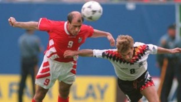 Iordan Letchkov scores for Bulgaria against Germany