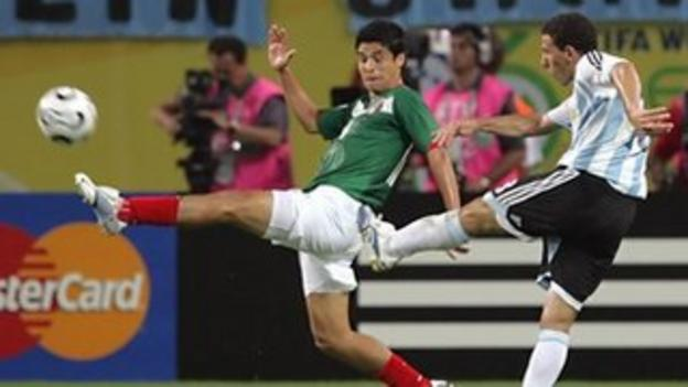 Maxi Rodriguez scores for Argentina against Mexico
