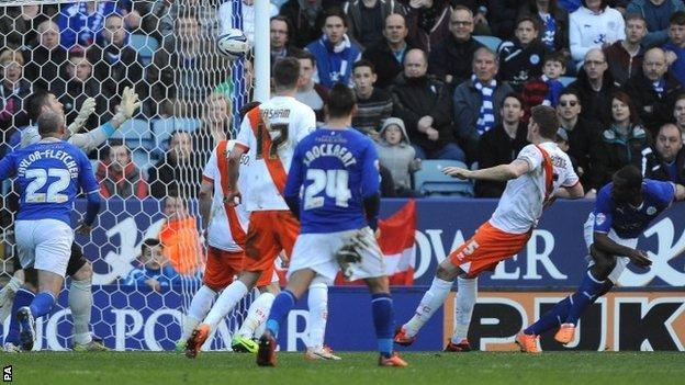 Wes Morgan scores Leicester's second goal