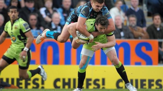 Henry Slade gets to grips with Ben Foden