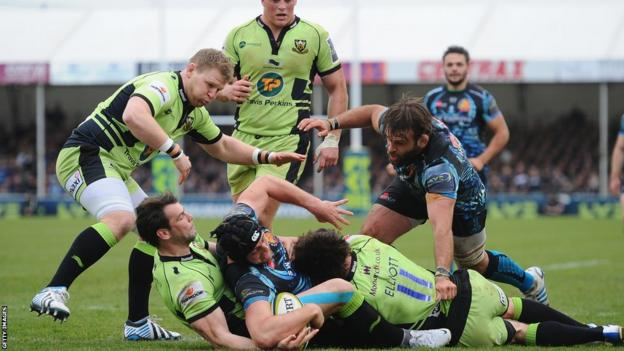 Dean Mumm crosses for Exeter's second try