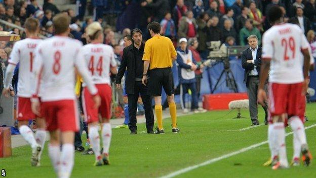Referee Manuel Graefe leads the teams off the pitch
